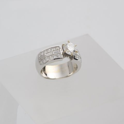 bague hulchi belluni or blanc diamants griffes