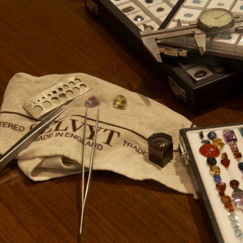 pierres précieuses outils boujouterie joaillerie améthyste citrine pinces