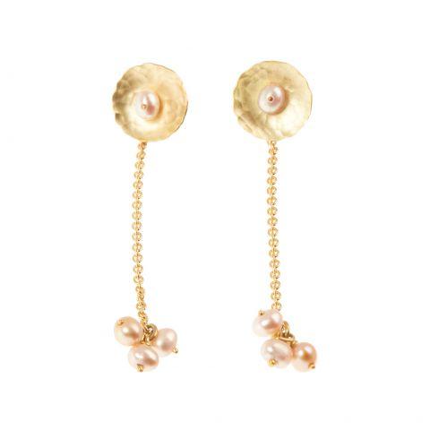Boucles d'oreilles pendantes Georges Cuyvers en or jaune martelé et perles roses