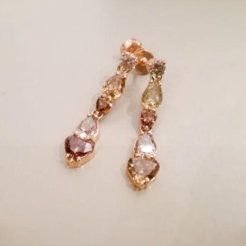 Boucles d'oreilles or rose et diamants de couleur création David Mann