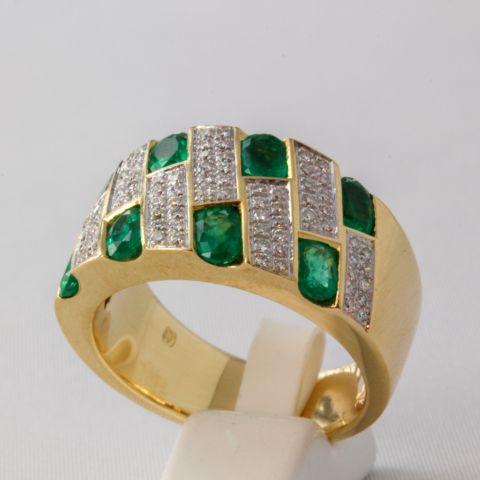Bague émeraude et diamants sur or jaune