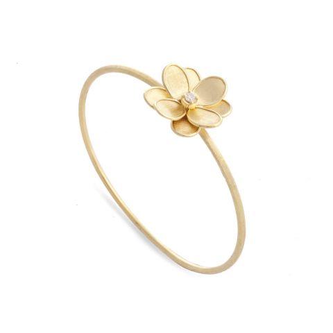 Bracelet rigide Marco Bicego Lunaria Petali fleur d'or jaune guilloché, diamant central disponible dans notre bijouterie à Liège