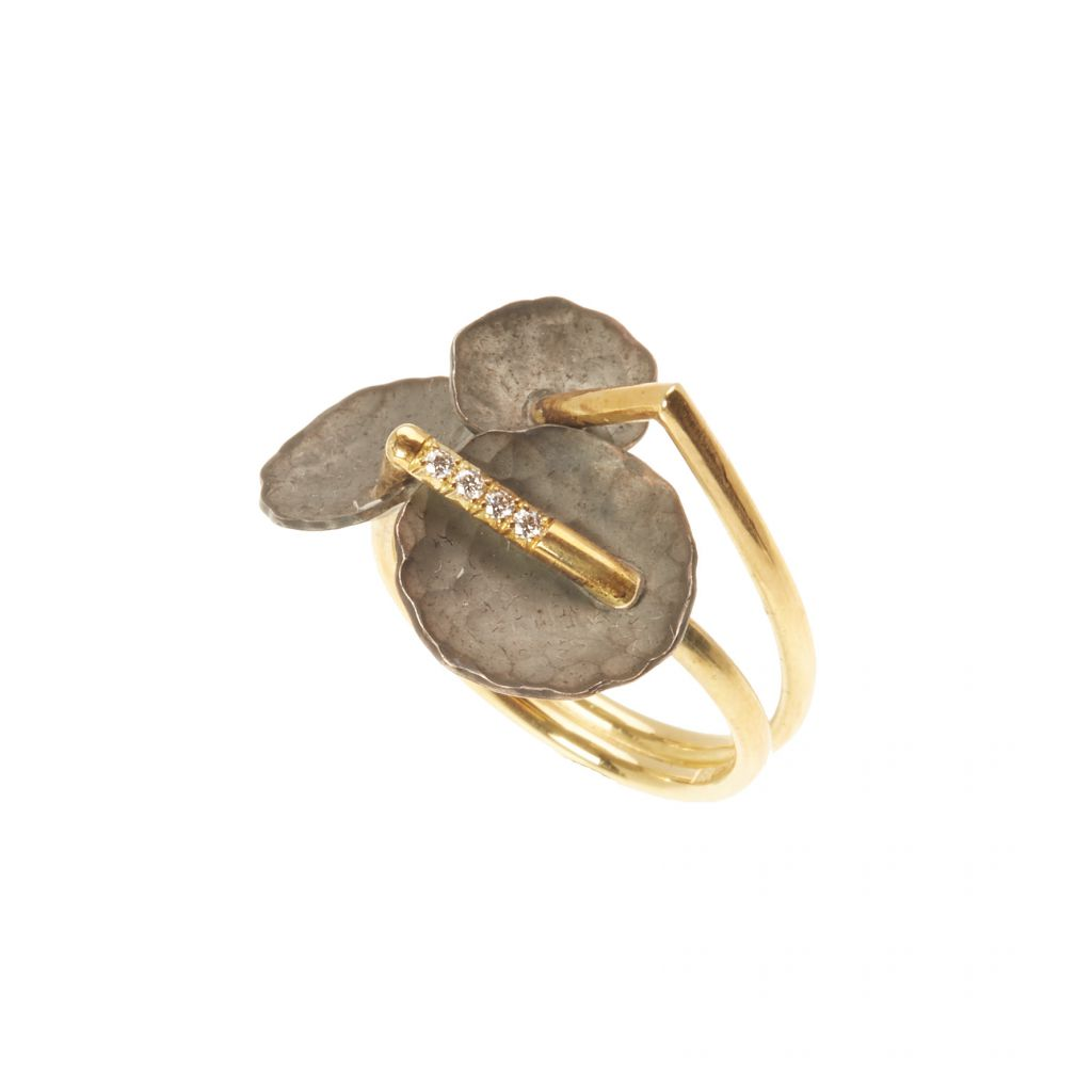 Bague Georges Cuyvers en or jaune, or noir martelé et diamants